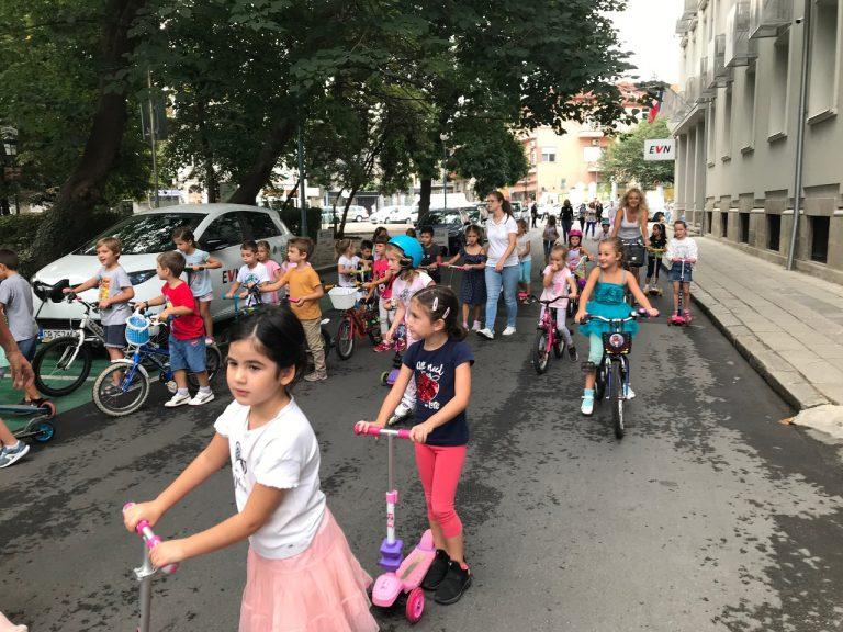 """С празник децата от ДГ """"Майчина грижа"""" отбелязаха Европейската седмица на мобилността"""