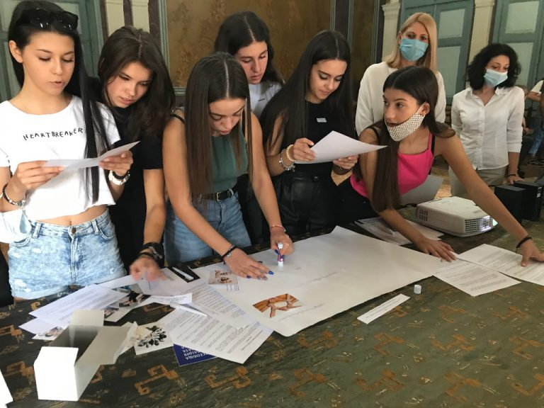 """Представители на район """"Централен"""" – гости на дискусия за правата на човека в Хуманитарната гимназия"""