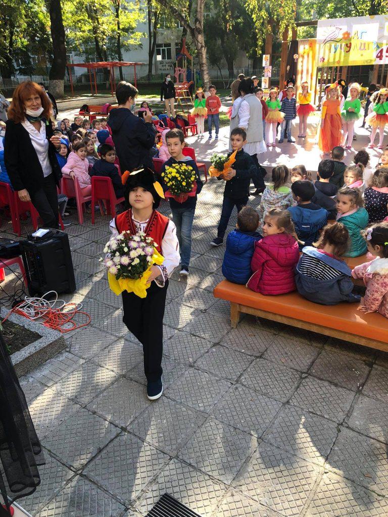 """Децата от ДГ """"Чучулига"""" в район """"Централен"""" посрещнаха есента"""