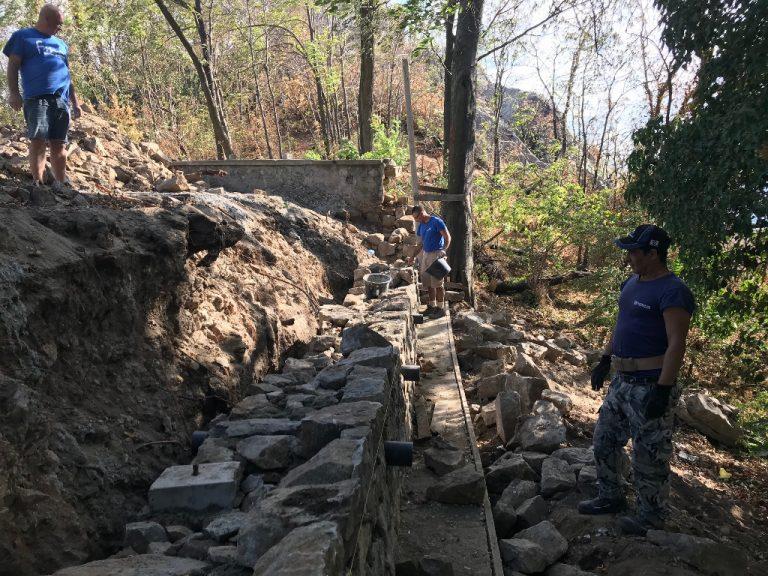 По план върви възстановяването на падналата стена на Сахат тепе
