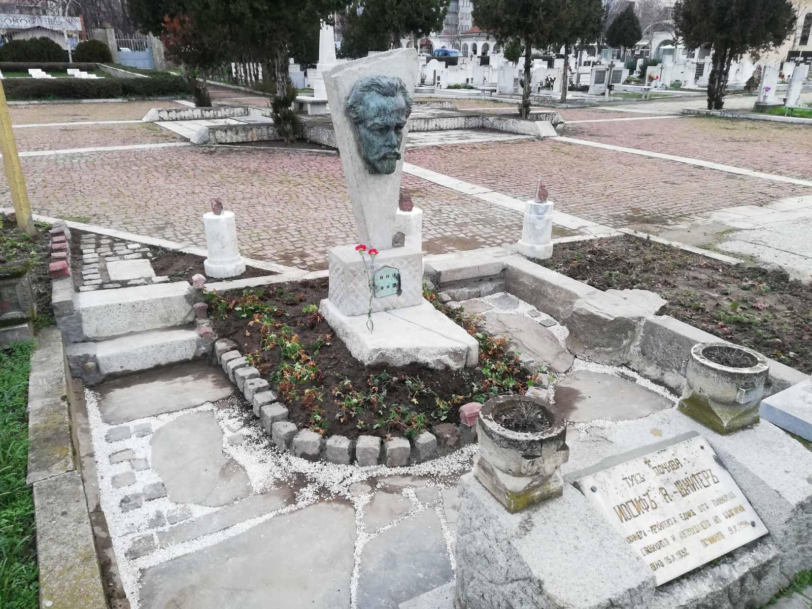 Възпоминателна скулптура на Йосиф Шнитер