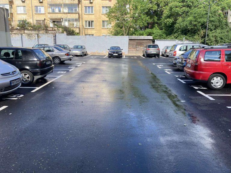 """Цените на местата за паркиране пред блока в район """"Централен"""" удариха тавана"""